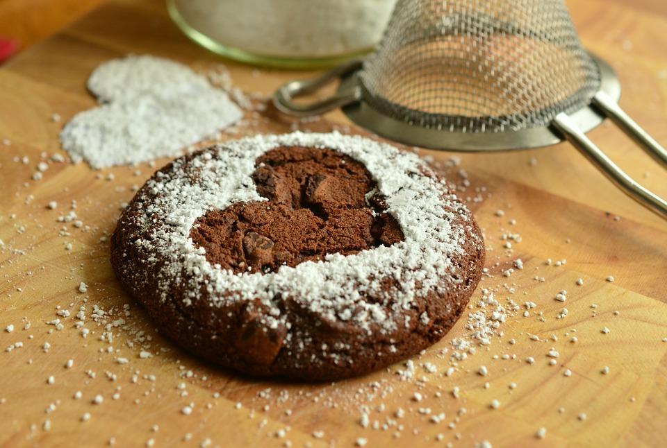 Brownies végétaliens décadents au cacao et pépites de chocolat