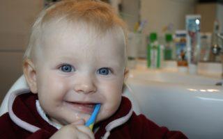 Comment soulager bébé quand il fait ses dents : 5 astuces pratiques