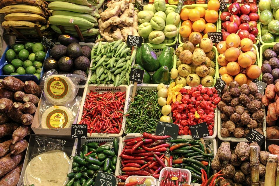 Se tenir loin des OGM en déchiffrant les étiquettes sur les fruits et légumes