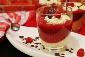 Pudding au chia, framboises et lait de coco